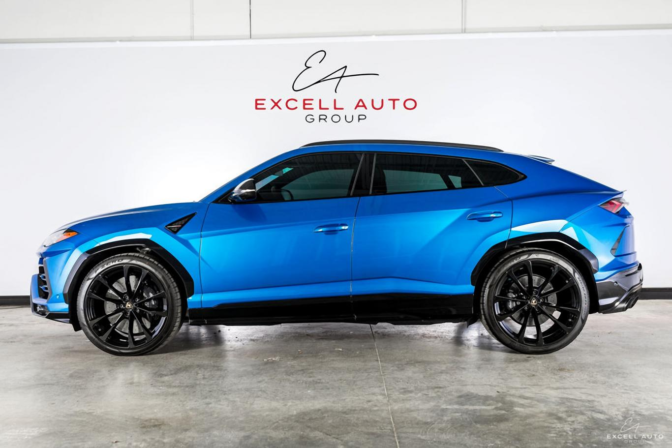 LOADED LAMBORGHINI URUS AVAILABLE! GORGEOUS BLU ELEOS METALLIC EXTERIOR