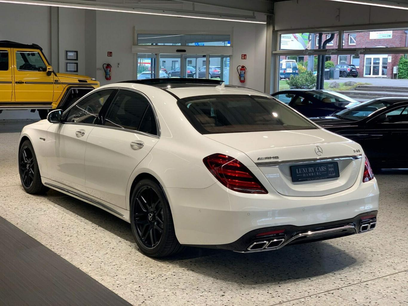 Rüyada Uzun Beyaz Bir Lüks Pahalı Araba Almak Görmek