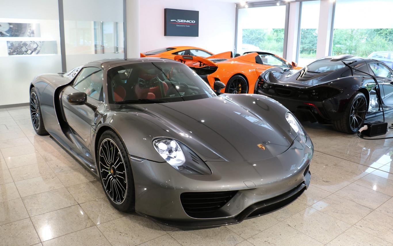 Porsche 918 Spyder^3092