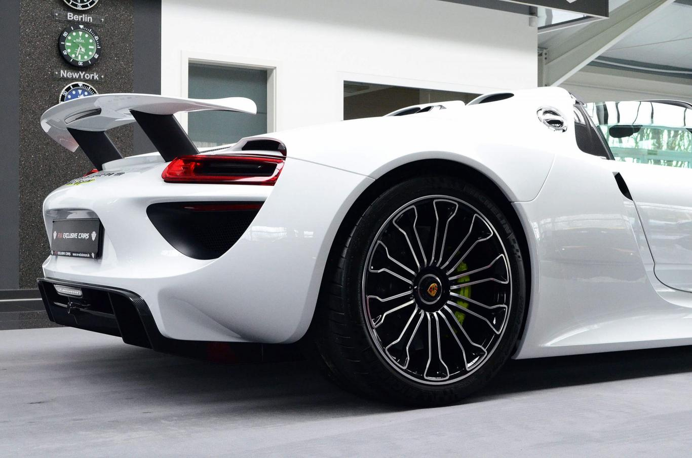 Porsche 918 Spyder Newcar Onstock White Red Carbon Lift