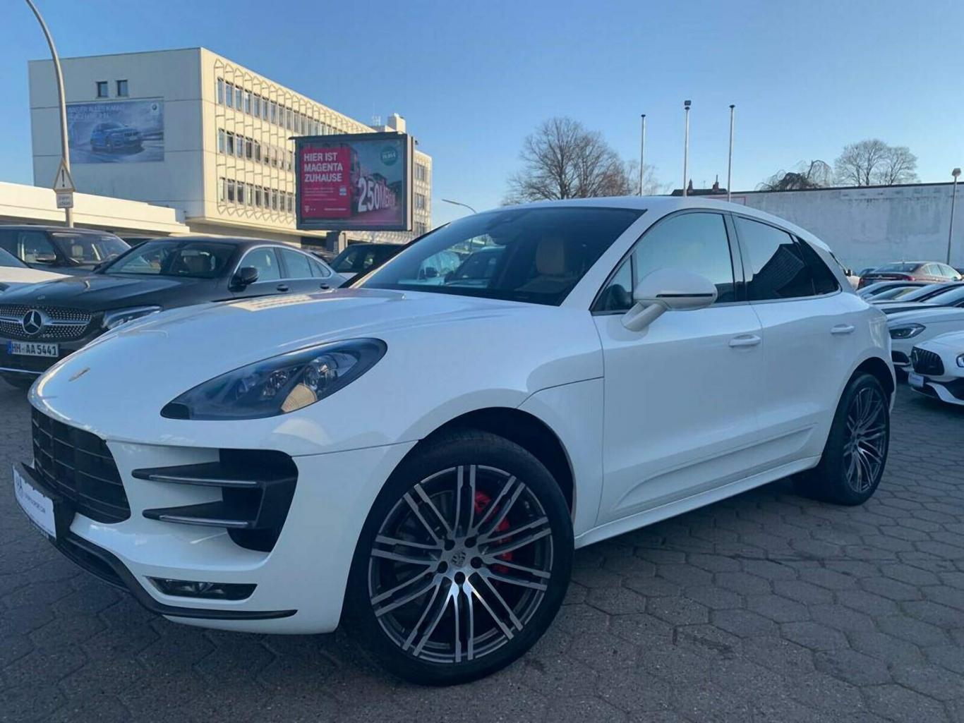 Porsche Macan Turbo >> Porsche Macan Turbo Panorama